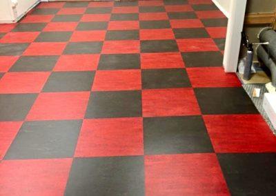 Läggning av schackmönstrat golv