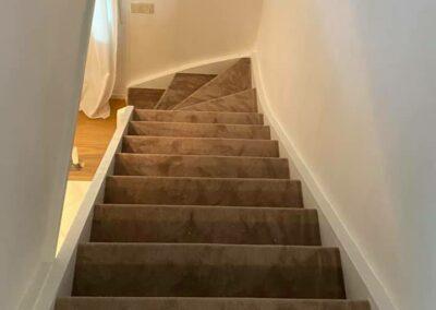 Textilmatta i trappa. Mjukt, varmt och halkfritt